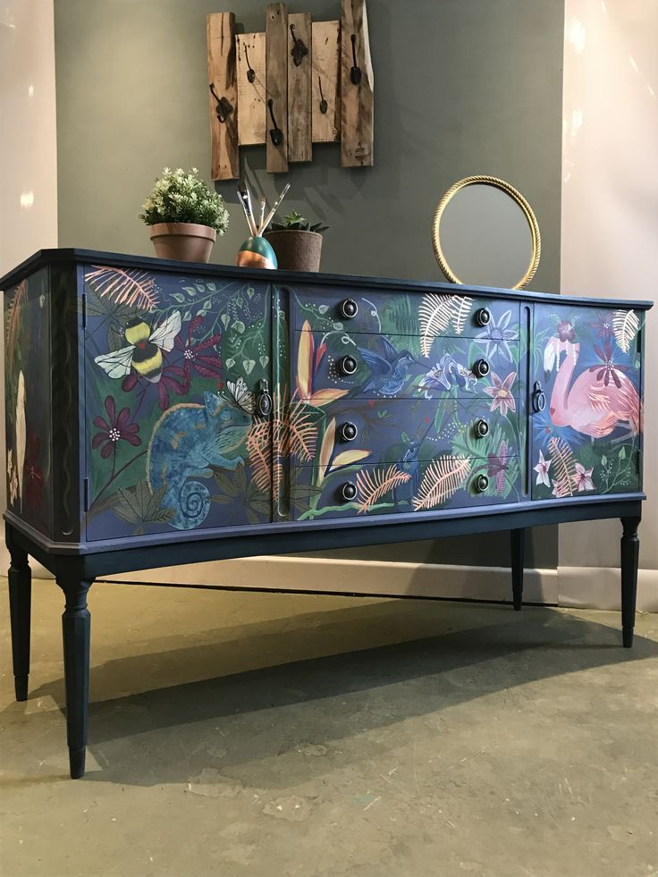 Aubusson blue and antique violet lacquered sideboard, Annie Sloan chalk paint ... # ...
