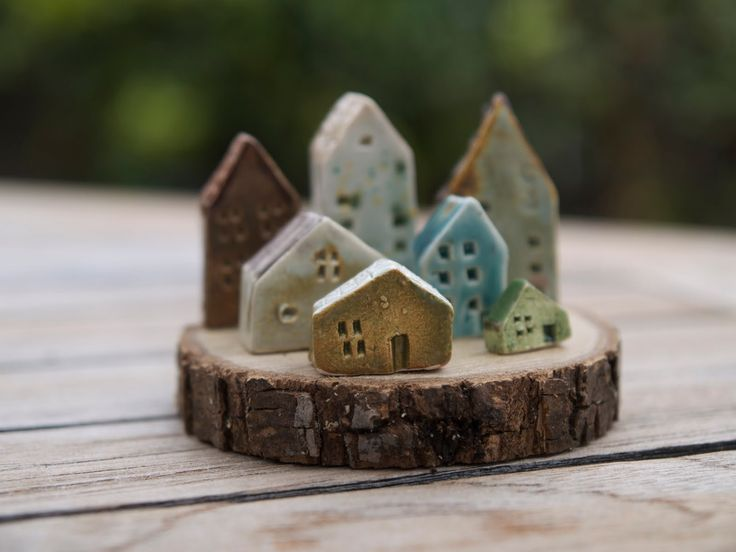 wood slice & houses ... would be cute for Christmas (just realized there's a...